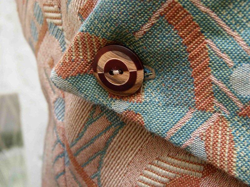 gilet-constructiviste-futuriste-chez-louise-detail-bouton couture
